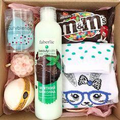 Cute Birthday Gift, Birthday Gift Baskets, Diy Gift Baskets, Friend Birthday Gifts, Gift Hampers, Bff Gifts, Cute Gifts, Gifts For Friends, Leaving Gifts