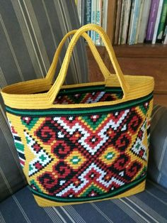 tapestry crochet inspired from Dayak Kalimantan, Indonesian traditional pattern. Made from waxed cotton cord 1 mm Crochet Clutch, Crochet Handbags, Crochet Purses, Crochet Tablecloth Pattern, Tapestry Crochet Patterns, Mochila Crochet, Crochet Sunflower, Card Weaving, Embroidery Flowers Pattern
