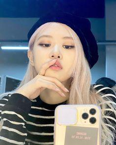 South Korean Girls, Korean Girl Groups, Kpop Girl Groups, Instagram Roses, Queens, Rose And Rosie, Rose Icon, Rose Park, Kim Jisoo