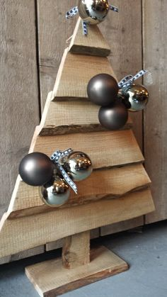 Kerstboom hout decoratie 70 cm Pallet Christmas Tree, Rustic Christmas, Christmas Projects, Holiday Wood Crafts, Wood Angel, Christmas Decorations, Christmas Ornaments, Pallet Art, Diy Recycle