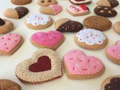Felt Decorations, Valentines Day Decorations, Valentine Day Crafts, Valentine Cookies, Felt Food Patterns, Pdf Patterns, Sweet Cookies, Heart Cookies, Crafts To Make