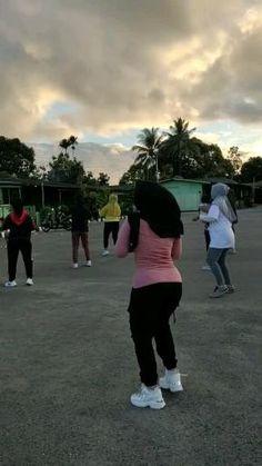 Beautiful Women Videos, Beautiful Muslim Women, Beautiful Hijab, Full Body Workout Routine, Gym Workout Tips, Pretty Asian Girl, Beautiful Asian Girls, Swag Girl Style, Muslim Women Fashion
