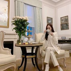 Elegant, effortless chic, always dress for the occasion. Today we are taking notes from Korean star Jessica Jung from her princess fashion look together. Modern Princess, Princess Style, Ice Princess, Princess Fashion, Fashion And Beauty Tips, Fashion Looks, Women's Fashion, Jessica Jung Fashion, Style