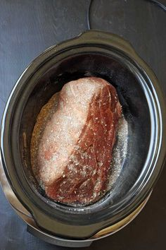 Looking for a simple way to cook pork? Combine a homemade rub with a cheap cut of pork and cook it slowly in the slow cooker for a fantastic pulled pork. Slow Cooker Pork, Slow Cooker Recipes, Gourmet Recipes, Crockpot Recipes, Cooking Recipes, Slower Cooker, Gourmet Foods, Yummy Recipes, Dinner Recipes