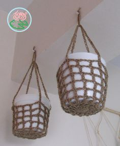 These extremely simple hanging pot holders were developed over night, combining my love for succulents with my addition to crochet. Materials and Tools needed: Natural durable yarn/cord e. jute t… Crochet Home, Crochet Gifts, Free Crochet, Crochet Plant Hanger, Do It Yourself Organization, Hanging Pots, Diy Hanging, Hanging Baskets, Upcycled Crafts