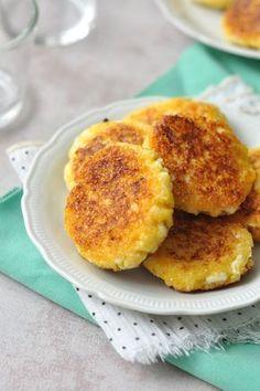 Sós túrólepények Hozzávalók: 30 dkg túró 1 db tojás 1 kiskanál só 7 dkg kukoricadara 2-3 evőkanál olívaolaj a sütéshez
