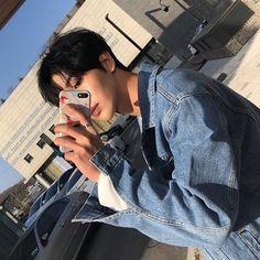 Korean Boys Ulzzang, Ulzzang Boy, Asian Boys, Asian Girl, Handsome Asian Men, Cute Themes, Daddy Aesthetic, Solo Pics, Korea Boy