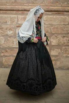 Basquiña valenciana Victorian, Costumes, Skirts, Folklore, Dresses, Regional, History, Ideas, Fashion