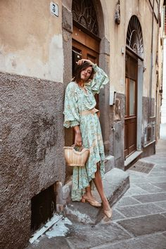 Meet the latest collection by Spell & The Gypsy Collective! With Maisie & The Muse you will find fabulous bohemian styled dresses and skirts. Blouse Vintage, Vintage Skirt, Boho Hippie, Boho Fashion, Fashion Dresses, Fashion Spring, Fashion Styles, Bohemian Style Dresses, Hippie Dresses
