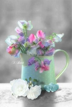 flowers in pitcher Beautiful Bouquet Of Flowers, Fresh Flowers, Wild Flowers, Beautiful Flowers, Wedding Flowers, Sweet Pea Flowers, Pretty Pastel, Flower Power, Planting Flowers