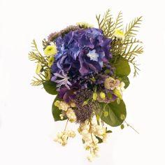 Ramo de novia vintage Morado - Con hortensias, nerrinas, lisanthus, sinfonicarpum, trachlium y crisantemos | Bourguignon Floristas #weddingbouquet #bridalbouquet #weddingflowers #novias