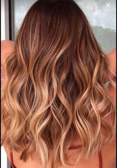Best hair color caramelo honey golden blonde highlights ideas Best hair color caramelo honey g Blonde Hair Shades, Brown Blonde Hair, Light Brown Hair, Dark Hair, Dark Blonde, Honey Blonde Hair, Auburn Blonde Hair, Honey Brown Hair Color, Dark Brown