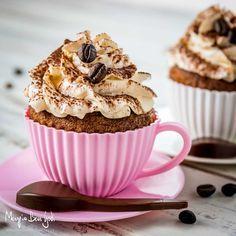 Cupcake alla Nutella con frosting al caffè Nutella Frosting, Cupcake Frosting, Cupcake Cakes, Cupcakes, Ricotta, Something Sweet, Dessert Recipes, Desserts, Food Presentation