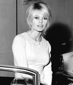 Miss Brigitte Bardot : Photos Bridget Bardot, Brigitte Bardot, And God Created Woman, Most Beautiful Women, Beautiful People, Vintage Beauty, French Fashion, Fashion Pictures, Dame