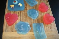 Lipgloss Love Affair: Search results for diy lush Jelly Bar looks super easy to Shower Jellies Diy, Lush Shower Jelly, Bath Jellies, Homemade Body Care, Homemade Beauty, Diy Shower, Shower Gel, Diy Beauty, Beauty Tips