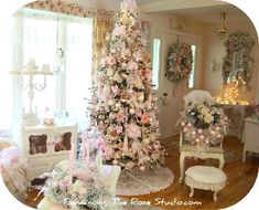 """Shabby chic... I'm not one for what I consider """"unChristmas colors"""" (red, green, sliver, gold) but I really, really like this!"""