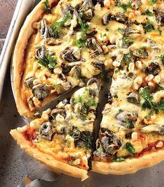 Quién podría comer pizza todos los días? Te pasamos la receta de pizza mexicana  Ingredientes para la masa 1/2 kilogramo de harina 1/2 cucharada de sal 3 cucharadas de aceite de oliva 1 cucharadita de levadura 1 taza de agua tibia Preparación para la masa 1. Combina todos los ingredientes en un tazón grande hasta formar una masa homogénea. 2. Trabaja la mezcla 5 minutos y déjala reposar por 2 horas cubriéndola con un trapo húmedo para evitar que se seque. 3. Esta preparación te funcionará…