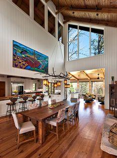 no tan tan rústica pero digamos que es una cabaña modernista..impecable...y amplia con doble altura.....me encantan los espacios amplios!