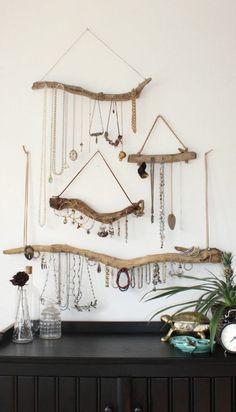 deco en bois flotte rayons tres utile pour une femme