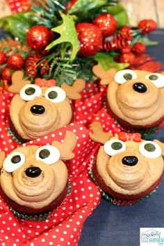 These Reindeer Cupcakes are adorable & perfect for a little get together or school party! Christmas Cupcakes Decoration, Reindeer Decorations, Christmas Treats, Family Christmas, Christmas Foods, Christmas Cooking, Christmas Recipes, Easy Cupcake Recipes, Yummy Recipes
