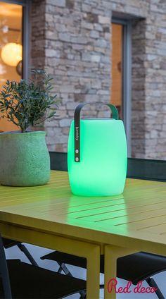 LAMPE ENCEINTE BLUETOOTH SANS FIL : la lampe enceinte Bluetooth Lucy Play sans fil est une lampe nomade avec une base LED intégrée blanc / blanc chaud / multicolore avec une intensité variable et une enceinte d'une puissance de 10W. Loin d'être une lampe ou une enceinte comme les autres, elle séduit par son originalité. Connectez-vous en Bluetooth avec votre smartphone ou votre tablette et diffusez la musique partout avec son haut-parleur intégré ! #bluetooth #enceinte #lampe #sansfil… Batterie Lithium, Batterie Rechargeable, Loin, Comme, Smartphone, Play, Transportation, Audio System, Music
