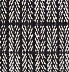 Der schwarz/weiße Wollteppich aus hochwertiger Schurwolle wird schnell zum absoluten Lieblingsstück der vier Wände. Das klassische Fischgrätmuster, die zeitlose Farbgebung sowie die hochwertige Material- und Verarbeitungsqualität sorgen...