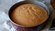 El bizcocho genovés es ideal para preparar una tarta, se puede congelar y usar en cualquier ocasión, también se puede preparar como base para un brazo de gitano que se preparar en la bandeja del horno extendiendo la masas.  Podemos poner simplemente mojado con almibar y cubierto de chocolate por ejemplo o preparar esta Tarta de Whisky (os dejo el enlace)que es mas elaborada pero queda de lujo.  Los ingredientes para hacer una tarta del bizcocho genovés:   4 huevos (a temperatura ambiente)