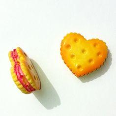 24,95 for sådan et par i vores webshop lige nu :-) Resin småkager, 2 stk, 24mm