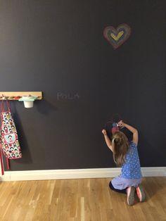Malowanie farbą tablicową Tikkurila Liitu i magnetyczną Tikkurila Magnetic. Praktyczne porady i wskazówki w jednym miejscu.