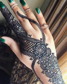 latest mehndi design for hand amazing curved pattern