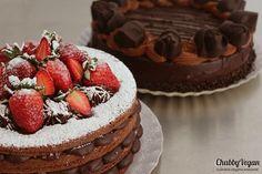 Naked cake and dark side cake!  #chubbyvegan #vegan #cake #nakedcake #starwars #chocoholic #starwars #health  Informações/encomendas: contato@chubbyvegan.net by chubbyvegan
