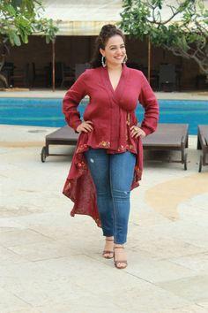 Nithya Menon Photos at Mission Mangal Movie Media Interactions at Juhu. Beautiful Girl Indian, Beautiful Indian Actress, Bollywood Saree, Bollywood Fashion, Punjabi Actress, Tamil Actress, Indian Heroine Photo, Cleavage Hot, Beauty Full Girl