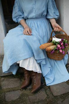 White Linen Dresses, Blue Dresses, Vintage Dresses, Civil War Dress, Looks Vintage, Flare Skirt, Vintage Fashion, Gothic Fashion, Feminine Fashion