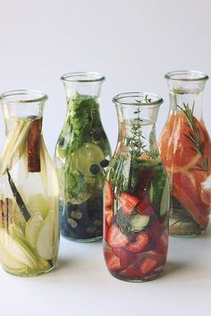 Healthy and delicious infused water recipes are a great alternative to soft drinks and usual ice lemon water. Infused Water Recipes, Fruit Infused Water, Infused Waters, Flavored Waters, Detox Drinks, Healthy Drinks, Healthy Recipes, Healthy Water, Healthy Food