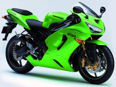 """The Kawasaki Ninja ZX-6R is another of the great modern commercial middleweight racing bikes. Introduced in 1995, its distinctive green is already known as """"ninja green"""". Featuring a 16 valves 4-inline 599 cc engine with about 110 HP and less than 200 Kg, this little rocket can surprise anyone with its acceleration and top speed of almost 300 Km/h (more than 180 mph)."""