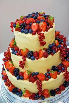 Diese Hochzeitstorte schmeckt fruchtig und sieht dazu noch toll aus... Hier findet ihr tolle Ideen und viel Inspiration für eure perfekte Hochzeitstorte.