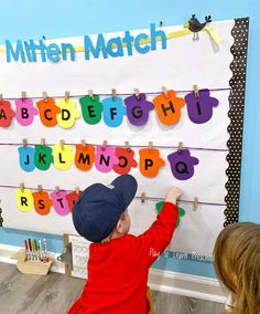 Interactive Bulletin Board Ideas for the Preschool Classroom Best Picture For Preschool christmas Fo Preschool Classroom Themes, Preschool Bulletin Boards, Classroom Bulletin Boards, Preschool Learning, Preschool Activities, Classroom Ideas, Toddler Classroom Decorations, Preschool Room Decor, Preschool Decorations