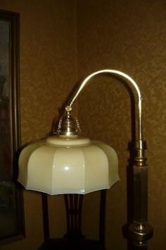 niezwykle elegancka lampa podłogowa sprzedwojnia