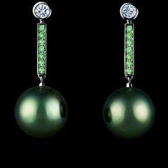Jewellery Theatre: Jewellery Pearl-Dreams Earrings,18K White Gold , 14 tsavorites 0,35-0,39 ct, 2 diamonds, dark pearl 12,0-12,9.