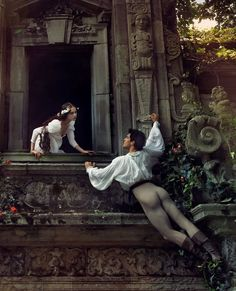 Romeo (Roberto Bolle, dancer) and Juliet (Coco Rocha) - Photo by Annie Leibovitz Romeo And Juliet Themes, Vanity Fair España, Rodney Smith, Romeo Und Julia, Love Of A Lifetime, Annie Leibovitz Photography, Romeo Y Julieta, Between Two Worlds, Henri Cartier Bresson