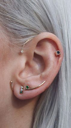 Information on the different types of Ear Piercings names for men and women including tragus and helix. Browse these cool, unique ear piercings ideas. Piercing Implant, Innenohr Piercing, Surface Piercing, Cartilage Piercings, Septum, Ear Jewelry, Cute Jewelry, Body Jewelry, Gold Jewellery