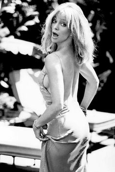 This Goldie Hawn sexy black and white pic with the lusty-look-back is totally a throw-back-Thursday moment on a Monday! Vintage Hollywood, Hollywood Glamour, Hollywood Actresses, Classic Hollywood, Actors & Actresses, Jacqueline Bisset, Lauren Bacall, Julie Newmar, Charlotte Rampling