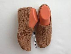 İSTEK YAĞMURUNA TUTULAN ŞİŞ PATİK EN SON YAYINLANDI | Nazarca.com Knitting Videos, Easy Knitting, Knitting Socks, Baby Knitting Patterns, Knitted Cat, Cozy Scarf, Unique Gifts For Women, Crochet Slippers, Baby Booties