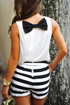 Sitting Pretty Bow Top: White/Black