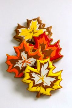 thanksgiving cookies Fall Leaf Cookies- I dont know if I will have the time or talent to make these but just look at them! Thanksgiving Cookies, Fall Cookies, Cut Out Cookies, Iced Cookies, Royal Icing Cookies, Cupcake Cookies, Christmas Cookies, Cupcakes Fall, Diy Thanksgiving
