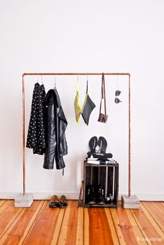 Copper Pipe Clothes Rack DIY Instructions on how to make a modern industrial style copper pipe clothes rack. Pipe Clothes Rack, Diy Clothes, Clothing Racks, Closet Clothing, Clothing Storage, Hanging Clothes, Clothes Stand, Base Clothing, Clothes Hanger