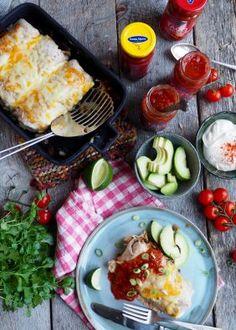 Indiske Samosas - Mat På Bordet Crunch Wrap, Samosas, Tex Mex, Burritos, Hot Sauce, Cobb Salad, Wraps, Yummy Food, Pasta