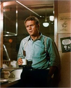 24 Times Steve McQueen Showed You How To Dress ProperlyEsquire Uk Hollywood Actor, Hollywood Stars, Hollywood Actresses, Classic Hollywood, Old Hollywood, Steven Mcqueen, Mcqueen 3, Steve Mcqueen Bullitt, Brad Pitt
