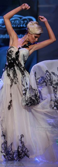 I just had to pin this because the captured movement looks stunning! Couture Fashion, Runway Fashion, Mode Glamour, Black White Fashion, Beautiful Gowns, Gorgeous Dress, Boho, Elegant Dresses, Ball Gowns