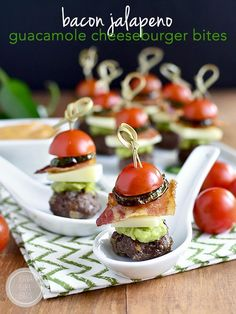 Bacon Jalapeno Guacamole Cheeseburger Bites with Chipotle Mayo are gluten-free bite-sized cheeseburgers that are perfect for game day or a party! #marchmadness #glutenfree | iowagirleats.com